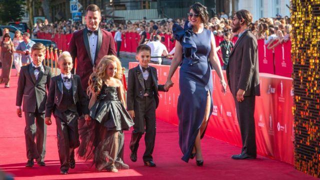 червона доріжка на відкритті Одеського міжнародного кінофестивалю