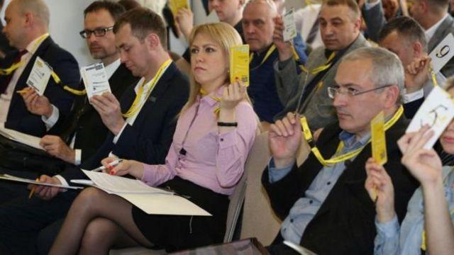 Михаил Ходорковский в окружении сподвижников