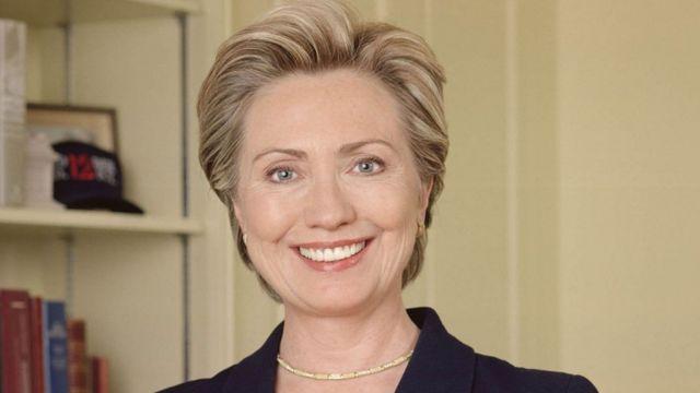 """Hillary deixou de dirigir por causa da """"vida pública"""""""