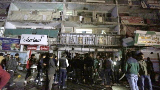 襲撃されたバグダッドのショッピングセンター(11日)