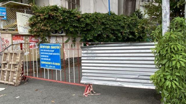 Một rào chắn đầu hẻm tại TPHCM