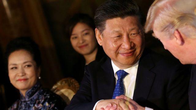Рукопожатие Си Цзиньпина и Дональда Трампа