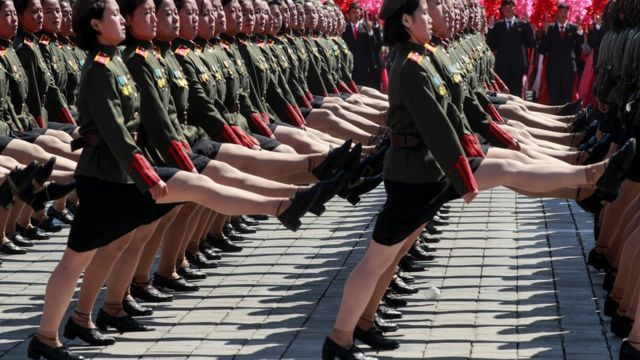 参加9月9日朝鲜国庆70周年阅兵式的女兵方阵。