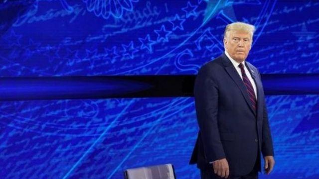 Tổng thống Trump bị cáo buộc đã chậm triển khai các biện pháp ngăn chặn virus.