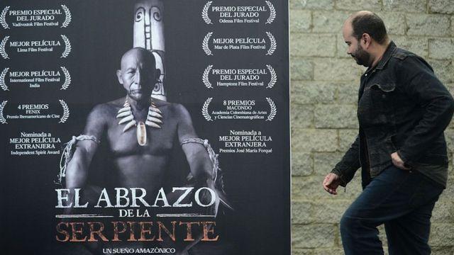 Yılanın Kucağında filminin afişi ve yönetmeni Ciro Guerra