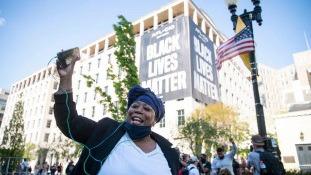 Shangwe katika viwanja vya Black Lives Matter Square, Washington