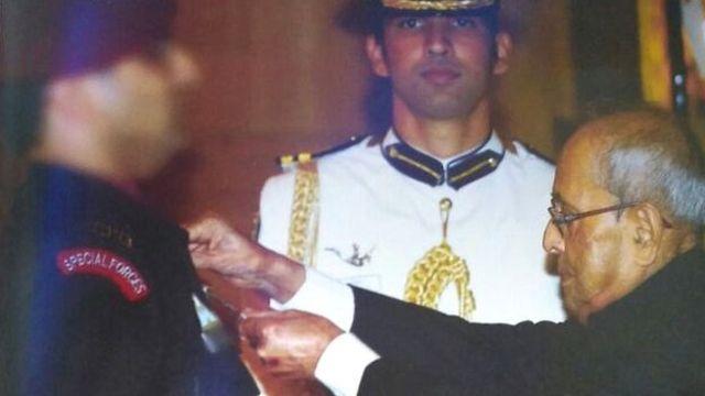 मेजर टैंगो को तत्कालीन राष्ट्रपति प्रणब मुखर्जी ने कीर्ति चक्र से सम्मानित किया