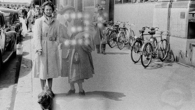 دو خواتین اور ایک کتا