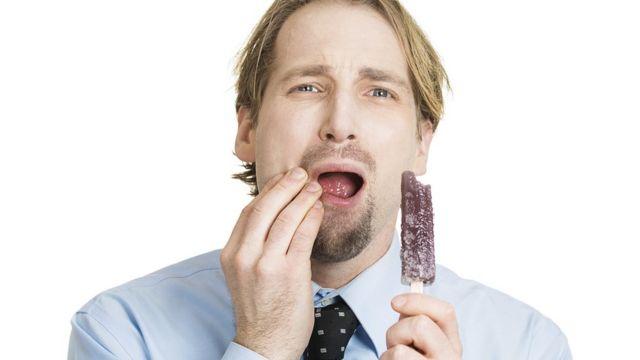 Se você sente dor ao comer alimentos ou ingerir bebidas quentes ou frias, é porque tem sensibilidade nos dentes