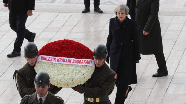 Theresa May Mustafa Kemal Atatürkün məzarını ziyarət edir