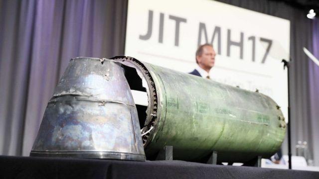 """Обломок ракеты, которая, по версии следственной группы, сбила """"Боинг"""", летевший над Донбассом"""
