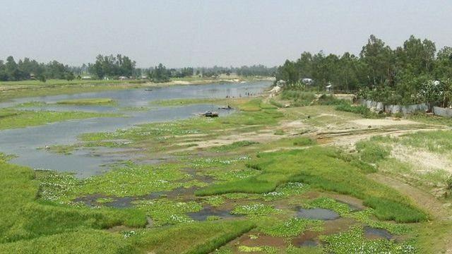 বাঙ্গালি নদী দেখলে মনে হয় একটি শীর্ণ খাল।