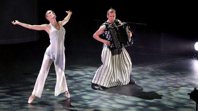 Балерина Минна Тервамяки (слева на снимке) в прошлом году была названа одним из самых позитивных людей в Финляндии