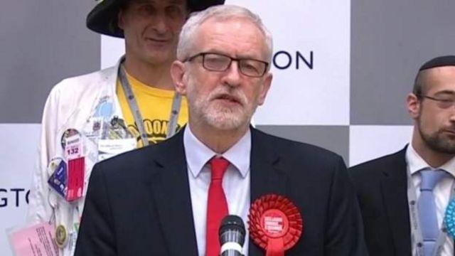 自身は圧勝したものの党の大敗を認めた労働党のコービン党首
