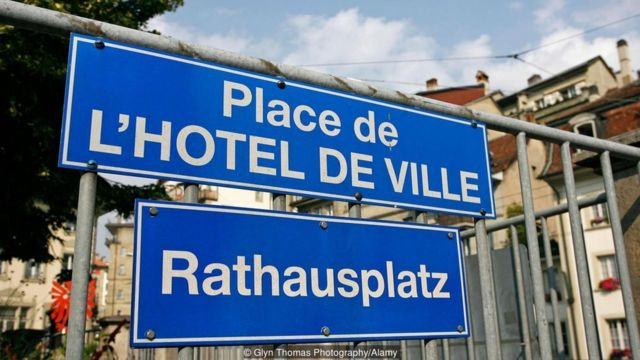 Cartel en francés y alemán