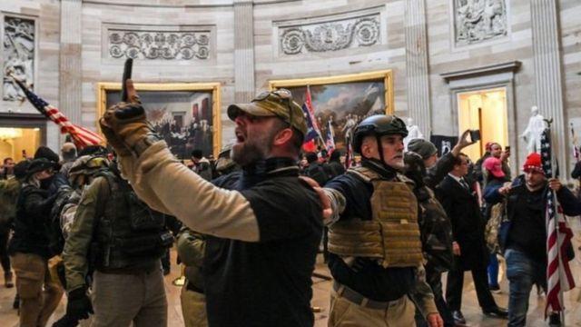 Pendukung Trump di dalam Gedung Capitol.