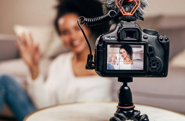 Menina em vídeo para rede social