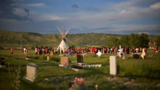 Saskatchewan'daki Marieval Yerli Yatılı Okulu'nun bulunduğu yerdeki anmaya yüzlerce kişi katıldı.