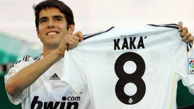 Kaká durante su presentación con la camiseta del Real Madrid.