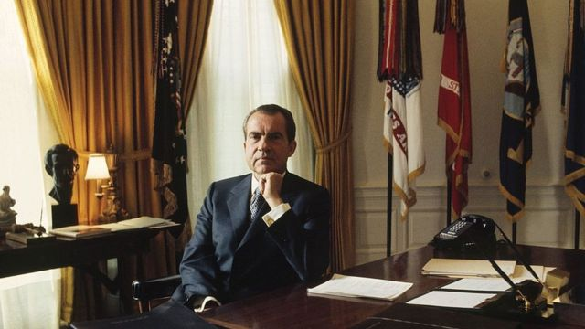 Predsednik Nikson u Ovalnom kabinetu