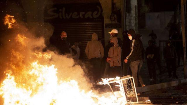 مواجهات القدس: تفاعل مع اشتباكات بين يهود متشددين وفلسطينيين - BBC News عربي