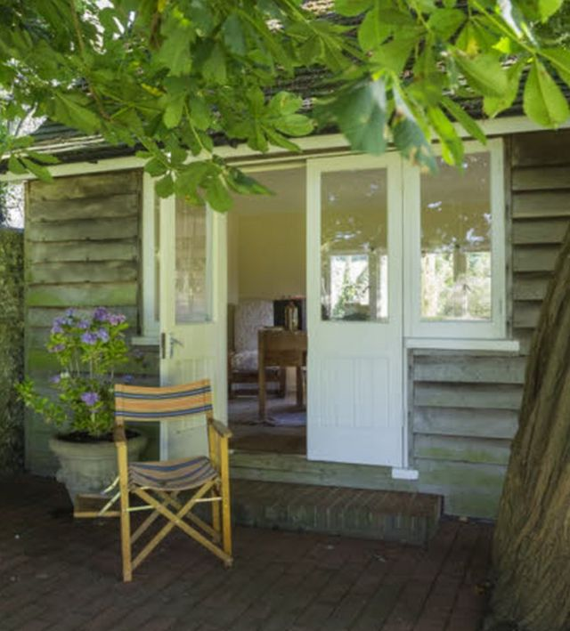 У цій невеликій прибудові у Монкс-гаусі - будинку письменниці - Вірджинія Вулф написала свої найвідоміші твори