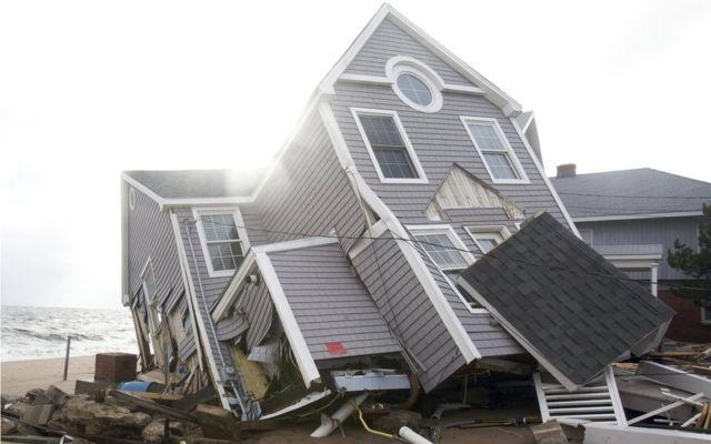 Imagen de una casa destrozada por el huracán Sandy