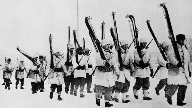 Американские и шведские добровольцы идут на фронт