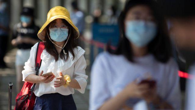 Китаянки в масках