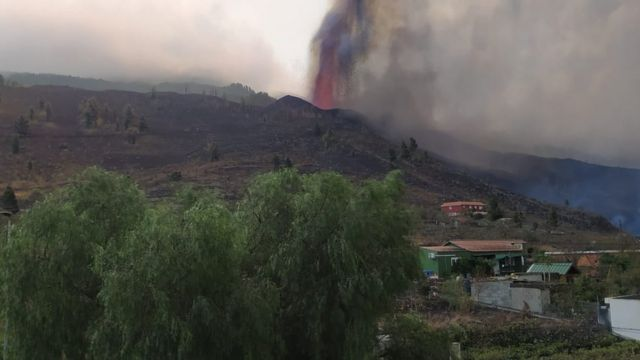 Foto del volcán en erupción cedida por Juan Vicente Rodríguez.