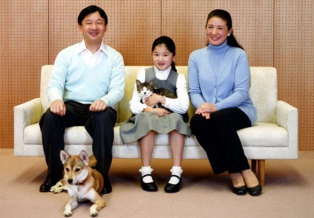 Кронпринц Нарухито с супругой и дочерью