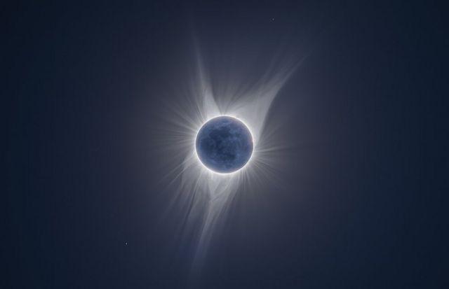 '지구의 빛(Earth Shine)'