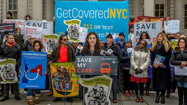 Protesta en Nueva York en defensa del Obamacare.