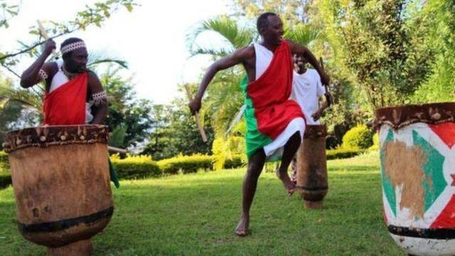 Agizo hilo linasema kuwa kundi lolote litakalotaka kupiga ngoma katika nchi za ugenini litalazimika kupata ruhusa kutoka kwa wizara.
