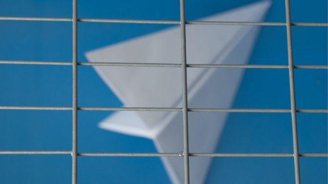 Imagem de aviãozinho semelhante ao símbolo do Telegram