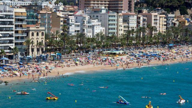 Берег у моря в Испании