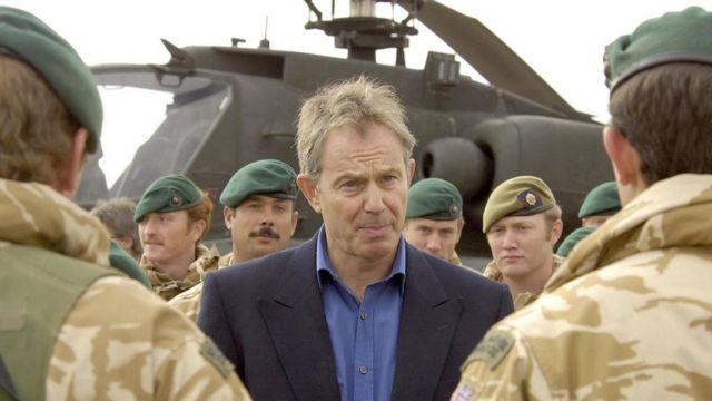 Тони Блэр во время визита в Афганистан, фото 2006 года