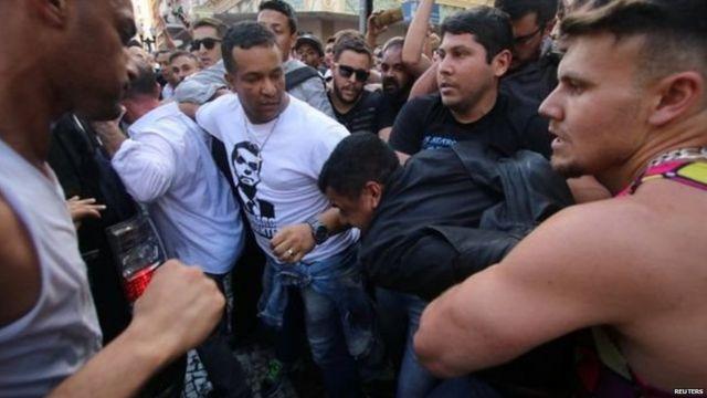 भीड़ ने बोलसोनारो पर हमला करने वाले व्यक्ति को पकड़ लिया