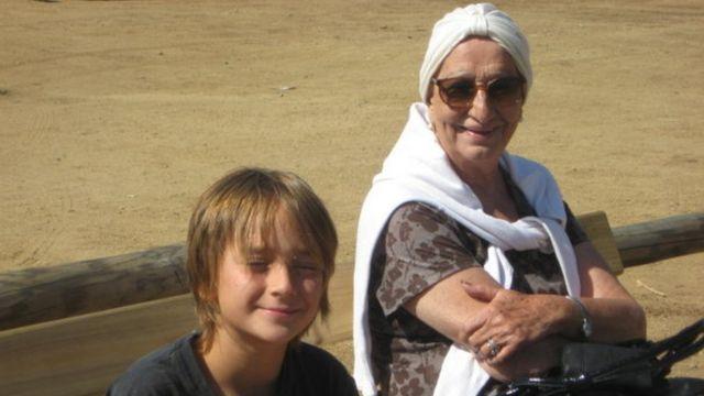 Gloria Díez con su nieto Simón. (Crédito: Paula Sáenz)