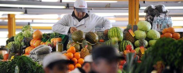 A vendor prepares vegetables in Moscow's Dorogomilovsky Market on February 16, 2011.