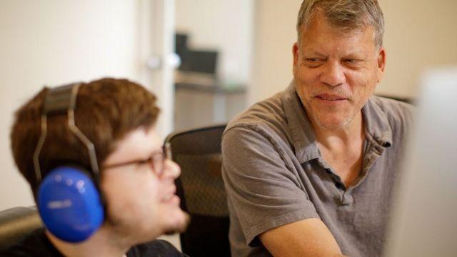 두 자폐증 아들을 둔 아버지 게리 베노이스트와 그의 아들