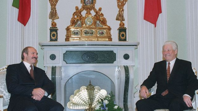 Alexandr Lukashenko y Borís Yeltsin.
