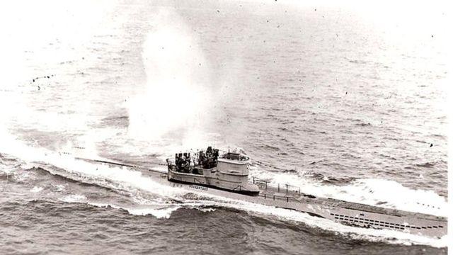 El submarino alemán U 966 Gut Holz bajo ataque en noviembre de 1943 frente a la localidad gallega de de Estaca de Bares, en el noroeste de España.