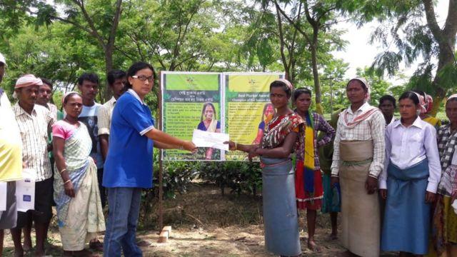 হিলিকা চা বাগানের শ্রমিকদের সঙ্গে একটি অনুষ্ঠানে মঞ্জু বড়ুয়া