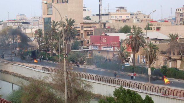 إطارات السيارات انتشرت في شوارع البصرة