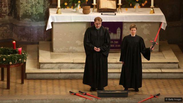 Un service religieux à Berlin utilise la guerre des étoiles pour engager la congrégation