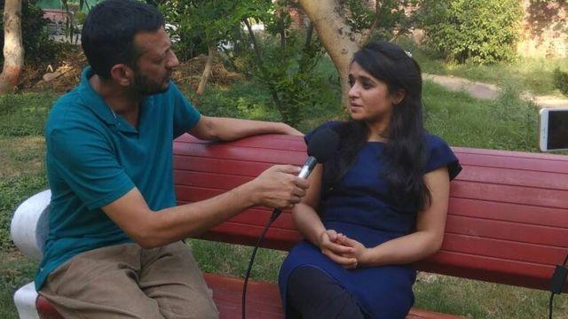 ام الخیر بی بی سی اردو کے سہیل حیلم سے باتین کر رہی ہیں