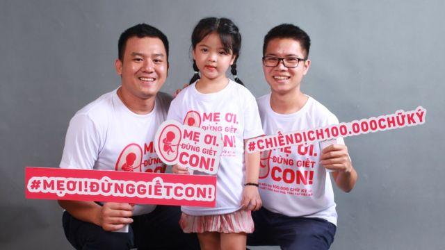 """Lê Huỳnh Hà (trái) và Lê Hoàng Thạch, hai người khởi xướng chiến dịch """"Mẹ ơi đừng giết con"""""""