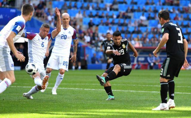 El remate de Sergio Agüero para el deleite argentino.