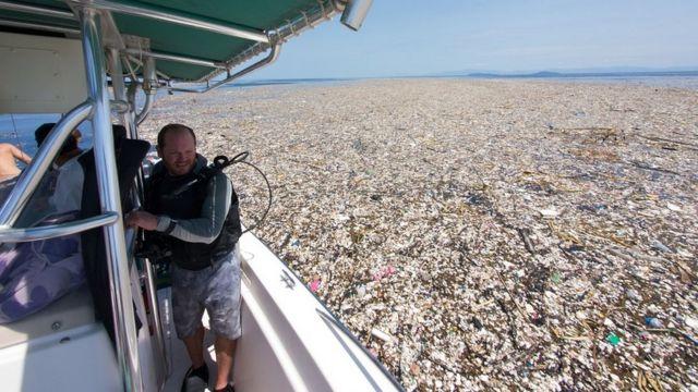 Lixo acumulado no Mar do Caribe